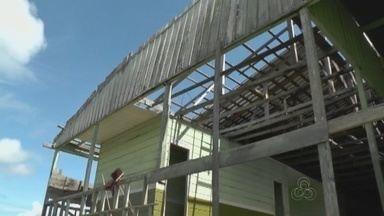 Pais e estudantes reclamam de infraestrura de escola pública, no AM - Unidade municipal de ensino fica na cidade de Iranduba, a 27 km de Manaus.