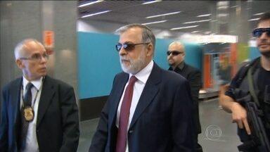 Paulo Roberto Costa e Alberto Youssef são condenados na Operação Lava Jato - O ex-diretor da Petrobras, o doleiro e outras seis pessoas foram condenados por desvio nas obras da Refinaria Abreu e Lima. Eles terão que devolver R$18 milhões.
