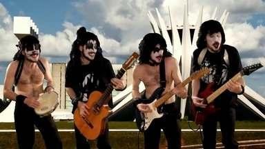Morador da Asa Norte ganha guitarra personalizada - Rônei Maia Salvatori se multiplica em quatro, no videoclipe vencedor do concurso. Ele também terá dois ingressos de camarote para o show do Kiss, no Estádio Mané Garrincha.