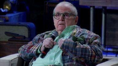 Jô Soares lembra personagem Capitão Gay: 'Era elogiado' - Apresentador diz que não foi permicioso