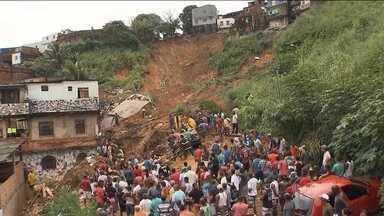 Defesa Civil de Salvador confirma 13 mortes provocadas pela chuva - Duas pessoas estão desaparecidas. Oitenta e seis pessoas estão desabrigados na capital baiana.