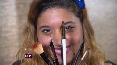 Talitha Morete conta caso de meninas que tiveram problemas de pele por uso de maquiagem - As jovens pegaram produtos emprestados de amigas e acabaram sofrendo contaminação