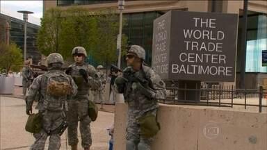 Guarda Nacional ocupa as ruas de Baltimore - A cidade tenta evitar as cenas de violência desta segunda-feira (27), as piores em quase 50 anos. Lojas foram saqueadas e 144 carros incendiados. Mais de 200 pessoas foram presas e 20 policiais ficaram feridos, alguns com gravidade.