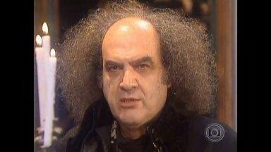 Ator e diretor Antonio Abujamra morre aos 82 anos em São Paulo - O corpo do ator e diretor Antonio Abujamra está sendo velado na noite de terça-feira (28) no teatro Sérgio Cardoso, no centro de São Paulo. Abujamra, de 82 anos, foi encontrado morto no apartamento onde morava na capital paulista.