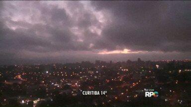 Todas as cidades do Paraná registram temperaturas abaixo de 20ºC - Massa de ar frio ganhou intensidade. Nesta manhã, todas as cidades registram temperaturas abaixo dos 20 graus.