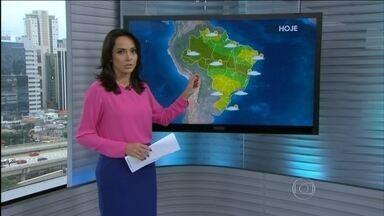 Previsão é de chuva forte para boa parte da região Norte do Brasil nesta quinta-feira (30) - Pode chover forte na faixa que vai do oeste do AM até a BA, passando pelo norte do MT e TO. Do nordeste de SC até o RJ o tempo fica instável com pancadas de chuva a qualquer hora.