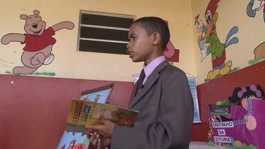 Aluno nota 11: Estudante recolhe livros para montar uma biblioteca publica - Quadro conta histórias de alunos exemplares, que promoveram ações transformadoras em casa ou na comunidade onde vivem a partir do que aprenderam na escola.