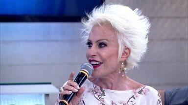 Ana Maria Braga explica porque platinou o cabelo nas férias - 'No primeiro dia eu olhei e me achei a cara do Supla', revela apresentadora