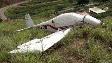 Avião cai em zona rural no interior do Espírito Santo - Aeronave de pequeno porte caiu em São Francisco, Afonso Cláudio. Morador socorreu piloto que seguia de Vitória para Brasília.