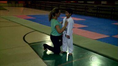 Mães de futuros jogadores e lutadores incentivam filhos - Mães de futuros jogadores e lutadores incentivam filhos