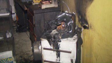 Homem é suspeito de provocar incêndio - Segundo a polícia, as roupas do suspeito cheiravam a gasolina