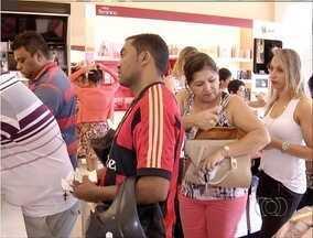 Consumidores lotam lojas para garantir presentes para o Dia das Mães na capital - Consumidores lotam lojas para garantir presentes para o Dia das Mães na capital