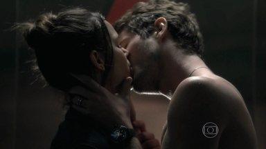 I love Paraisópolis - capítulo de terça-feira, dia 12/05/15, na íntegra - Mari e Benjamin se beijam