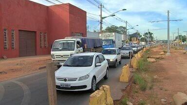 Avenida da Feb em Várzea Grande virou um caos com obras do VLT em andamento - Um funcionário de uma das empresas que tem na região falou que a obra que era para ser alegria virou tristeza. Tem loja que já fechou as portas, os congestionamentos continuam.