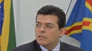 Prefeito de Campo Grande é acusado de dar golpe em eleitores - Prefeito da capital do MS, Gilmar Olarte é o principal suspeito de dar golpes pegando cheques emprestados de eleitores em troca de falsas promessas.