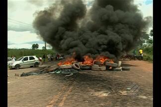 No sudoeste do PA, duas pessoas morrem atropeladas por carro que furou bloqueio em rodovia - O veículo teria furado o bloqueio no quilômetro 55 da rodovia Transamazônica, onde acontece um protesto de trabalhadores rurais desde segunda (18).