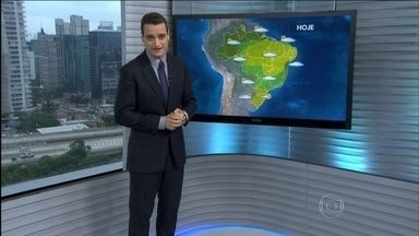 Veja a previsão do tempo para todo o Brasil nesta terça-feira (19) - O sol deve aparecer entre nuvens na área que vai do RS até o sul de SP e do sudeste do AM até o RN. Previsão de chuva para parte da região Norte. Deve chover também em Salvador.