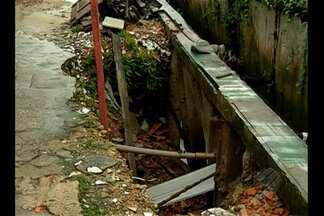 Moradores denunciam buraco no bairro do marco - O problema existe desde 2001. As casas já estão com a estrutura comprometida.