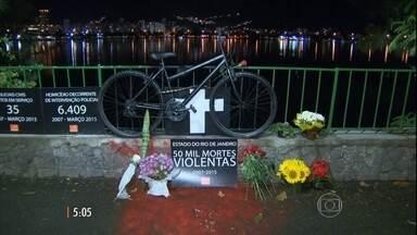 Ciclistas protestam e relatam outros ataques na Lagoa Rodrigo de Freitas, no RJ - O médico Jaime Gold morreu após ser esfaqueado durante uma tentativa de assalto. Enterro será nesta segunda-feira (21).
