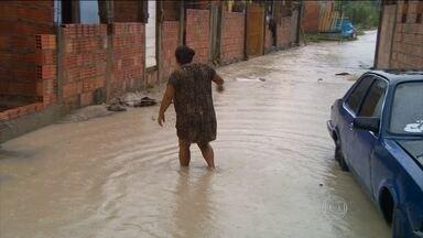 Prefeitura de Manaus declara situação de emergência em parte da cidade - O rio Negro já passou de 29 metros e alcançou alguns pontos do centro de Manaus e entrou pelas galerias da cidade. Mais de 150 mil pessoas foram afetadas pelas cheias no Amazonas. Em todo o estado, 23 municípios estão em situação de emergência.