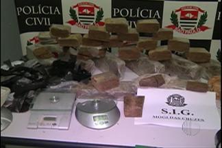 Suspeitos de tráfico de drogas e roubos são encaminhados à cadeia de Mogi das Cruzes - A prisão ocorreu na noite desta quarta-feira (20).