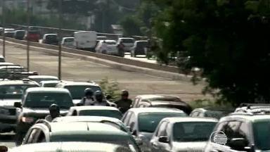 Motoristas reclamam dos congestionamentos nas pontes da capital - Motoristas reclamam dos congestionamentos nas pontes da capital