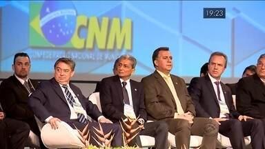 Prefeitos de todo o Brasil se reúnem em Brasília para pedir reforma do pacto federativo - Prefeitos de todo o Brasil se reúnem em Brasília para pedir reforma do pacto federativo