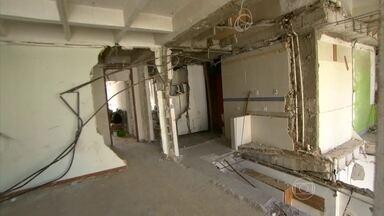Perícia diz que instalação mal feita de aquecedor de gás causou explosão no Rio - Os peritos concluíram que o rabicho, um cano de cobre que liga a tubulação de gás ao aquecedor, não foi fixado corretamente na cozinha do apartamento 1001, o que causou a explosão.