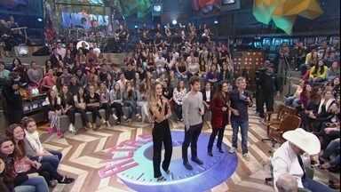 Convidados do Altas Horas fazem dublagem no Altas Horas - Cleo Pires, Mauricio Destri e Yasmin Brunet dublam cena de televisão