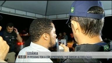 Polícia prende quase 80 carteiras de motoristas alcoolizados em Goiânia - Em Goiânia, a Polícia Rodoviária Federal fez um número recorde flagrantes de motoristas bêbados.