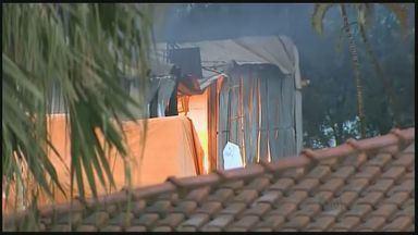 Incêndio atinge depósito de amendoim em Sertãozinho, SP - Primeiras informações são de que fogo começou no domingo (1º).