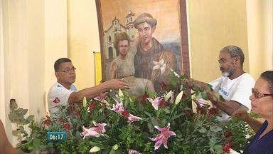 No Cabo, festa de Santo Antônio vai até o dia 13 de junho - Trabalho está forçado na igreja de Nossa Senhora do Livramento.