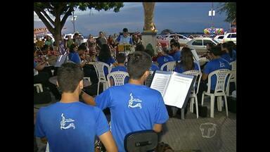 Projeto 'Domingo é dia de filarmônica' é realizado na Praça do Pescador em Santarém - Músicos saem da sala de aula e vão tocar no meio da praça. Projeto é realizado todo o final de semana.