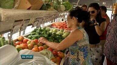 Unidade móvel da Ceasa leva frutas e legumes com preços acessíveis a bairros de Fortaleza - Descontos chegam a 20%.