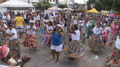 'Samba da Vovó' reúne dezenas de senhorinhas animadas em Periperi - Veja como foi a grande celebração.