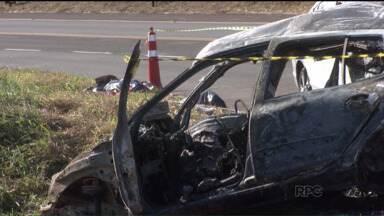 Motoristas desrespeitam distância de um veiculo para outro - Acidente matou cinco pessoas perto de Londrina e expôs mau hábito de motoristas que andam grudados com o carro da frente.