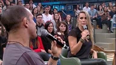 Joana Prado conta que Vitor Belfort enviou flores para ela por uma semana - Casal conta como começou a relação deles