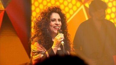 Gal Costa canta 'Cabelo' na redação-estúdio do Fantástico - Fantástico desse domingo (7) exibiu uma apresentação exclusiva da cantora que está comemorando 50 anos de carreira.
