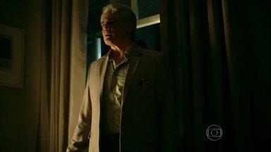 Rogério tenta explicar a existência de outra família - Carolina e Arlete ficam tristes e decidem morar em São Paulo