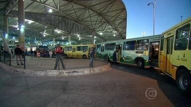 Rodoviários fazem paralisação pelo terceiro dia consecutivo em Belo Horizonte - Sindicato da categoria disse que ato era feito nas estações de integração. Empregados querem participação nos lucros; empresas dizem que não tem.