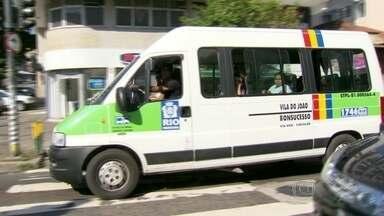 Vans municipais passam a ter novas regras de circulação no Rio - A partir deste sábado (13), as vans municipais estão proibidas de circular em parte da Zona Norte, do Centro e da Zona Sul do Rio. Veja como foi a fiscalização neste primeiro dia da nova regra.