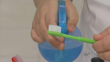 Estudo mostra que menos da metade dos brasileiros conserva escova de dentes corretamente - Professora de odontologia explica importância de cuidados que evitam problemas bucais.