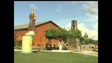 Em Mojuí dos Campos, devotos contam graças recebidas por Santo Antônio - Dia do santo, padroeiro do município é comemorado neste sábado (13).