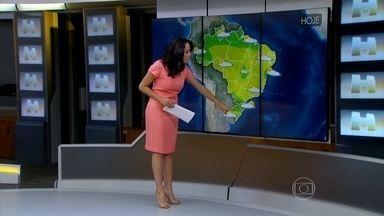 Veja a previsão do tempo para o fim de semana em todo o Brasil - Faltando uma semana para o inverno, o tempo mudou na capital paulista. A massa de ar quente e seco sobre o centro do país está firme e forte. E ela consegue atingir uma parte do Sul, Sudeste, Norte e Nordeste.