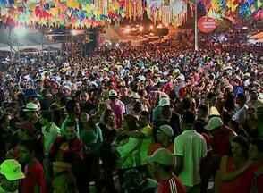 Festa junina segue até 24 de junho em Gravatá - Bacamarteiros e quadrilha abriram a festa nesta sexta-feira (12).