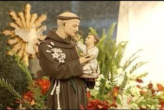Fiéis celebram dia de Santo Antônio em Montes Claros, MG - Dia do Santo é comemorado anualmente 13 de junho.
