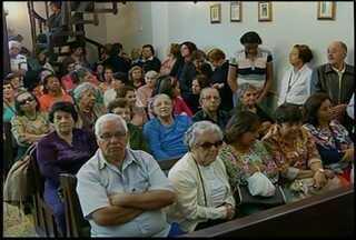 Fiéis lotam igrejas no dia que homenageia Santo Antônio em Nova Friburgo, no RJ - Capela teve quatro missas.