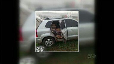 Motorista foge e abandona carro com mais de 800 quilos de maconha - Segundo a polícia, carro também era roubado e estava com placas clonadas