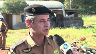 """Sub-comandante da PM é indiciado pela PF em investigação de tráfico de drogas - O tenente-coronel, Mauro Rolim de Moura, é sub-comandante no interior do estado e foi indiciado por corrupção passiva. Segundo a Polícia Federal, ele recebia presentes de traficantes presos na operação """"Ferrari""""."""