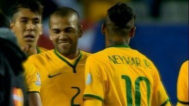 Daniel Alves e Neymar estendem parceria do Barcelona para a Seleção - Lateral, que nem havia sido convocado, tem atuação de destaque na estreia do Brasil na Copa América